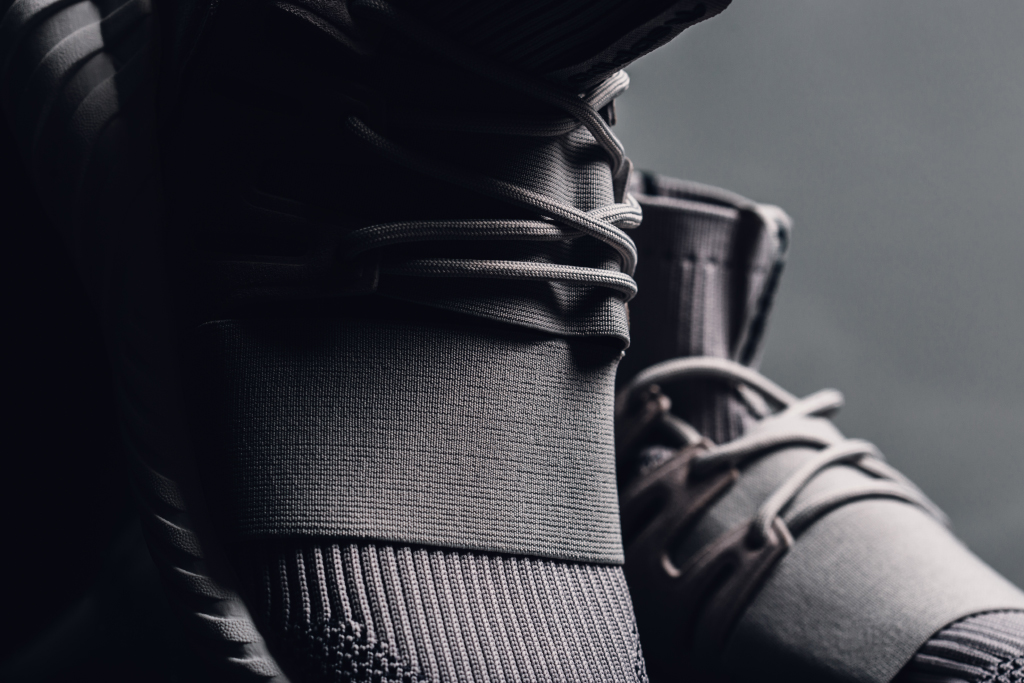 Cheap Adidas Blacks Out on the Tubular Runner zstenis