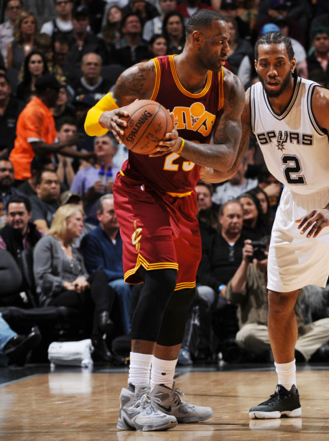 LeBron James Wearing a Grey Nike LeBron 13 Against the Spurs (5)
