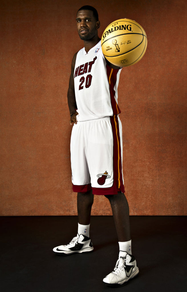 Greg Oden wearing Nike Air Max Body U