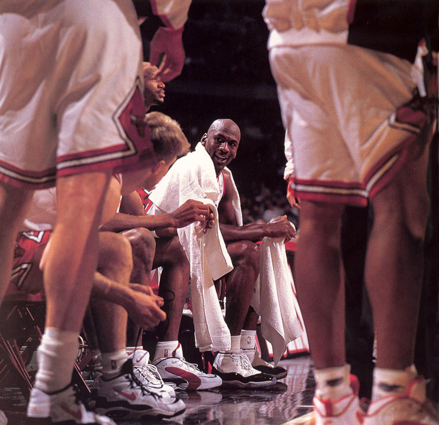 Michael Jordan wearing Air Jordan XI 11 Concord (01)