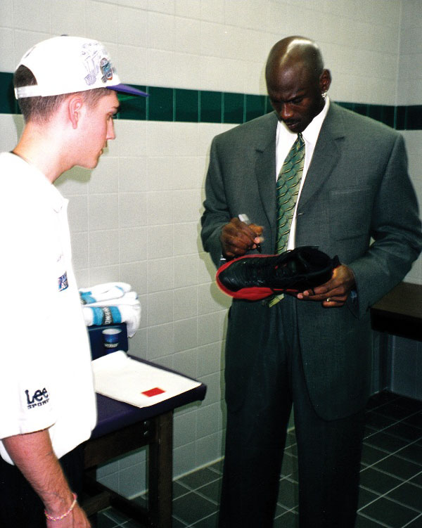 Michael Jordan 'Flu Game' Air Jordan 12 Fetches 104,765 (4)