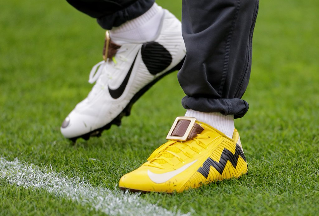 efb07b6f68f3 SoleWatch  Odell Beckham Jr. Wore Charlie Brown and Snoopy Cleats ...