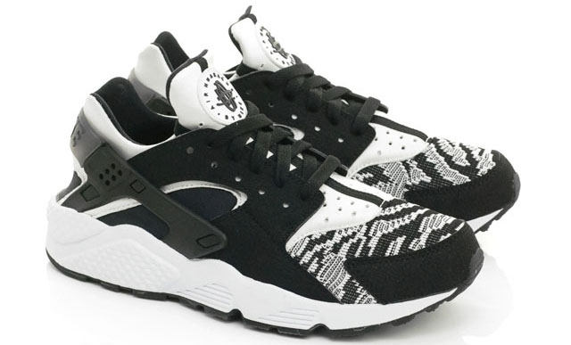 Nike Air Huarache Black And White