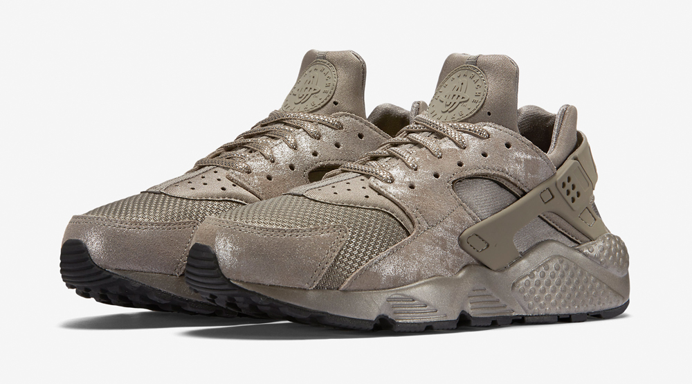 51f869526a78 Nike Just Released More Metallic Huaraches