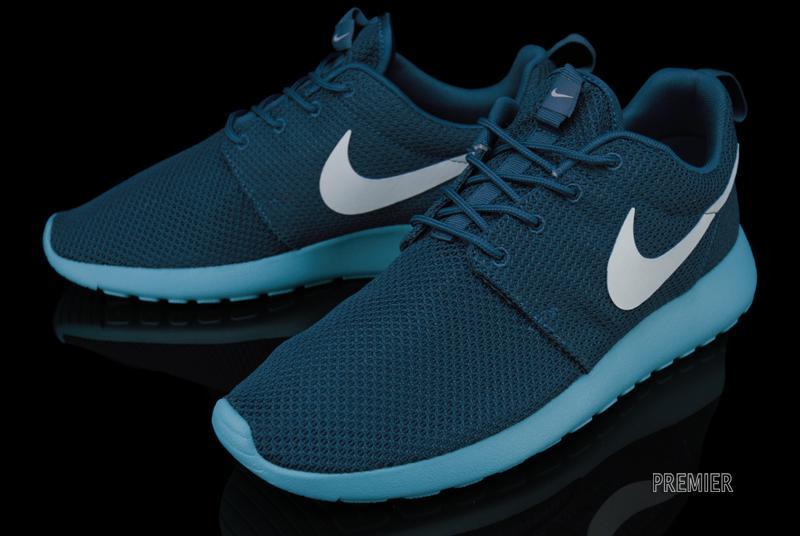 dd5ca3a40262 Look for this latest Roshe Run colorway now at select Nike Sportswear  retailers