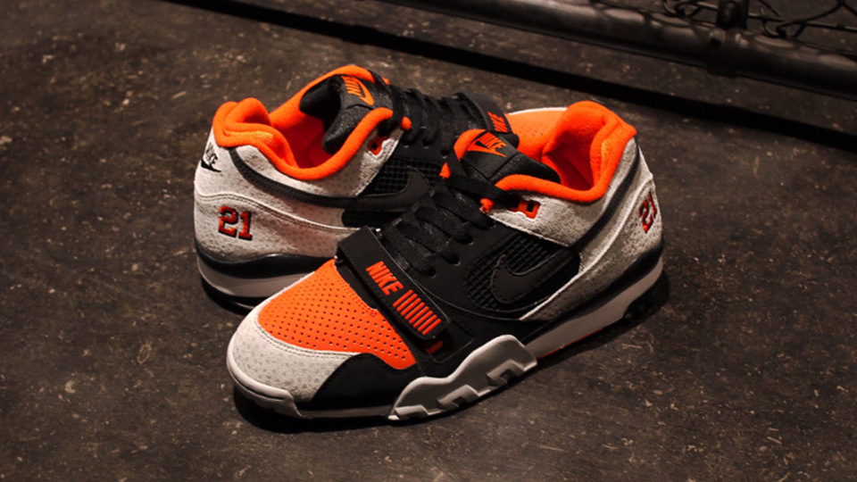 uk availability 538a4 42f88 Nike Air Trainer II Barry Sanders