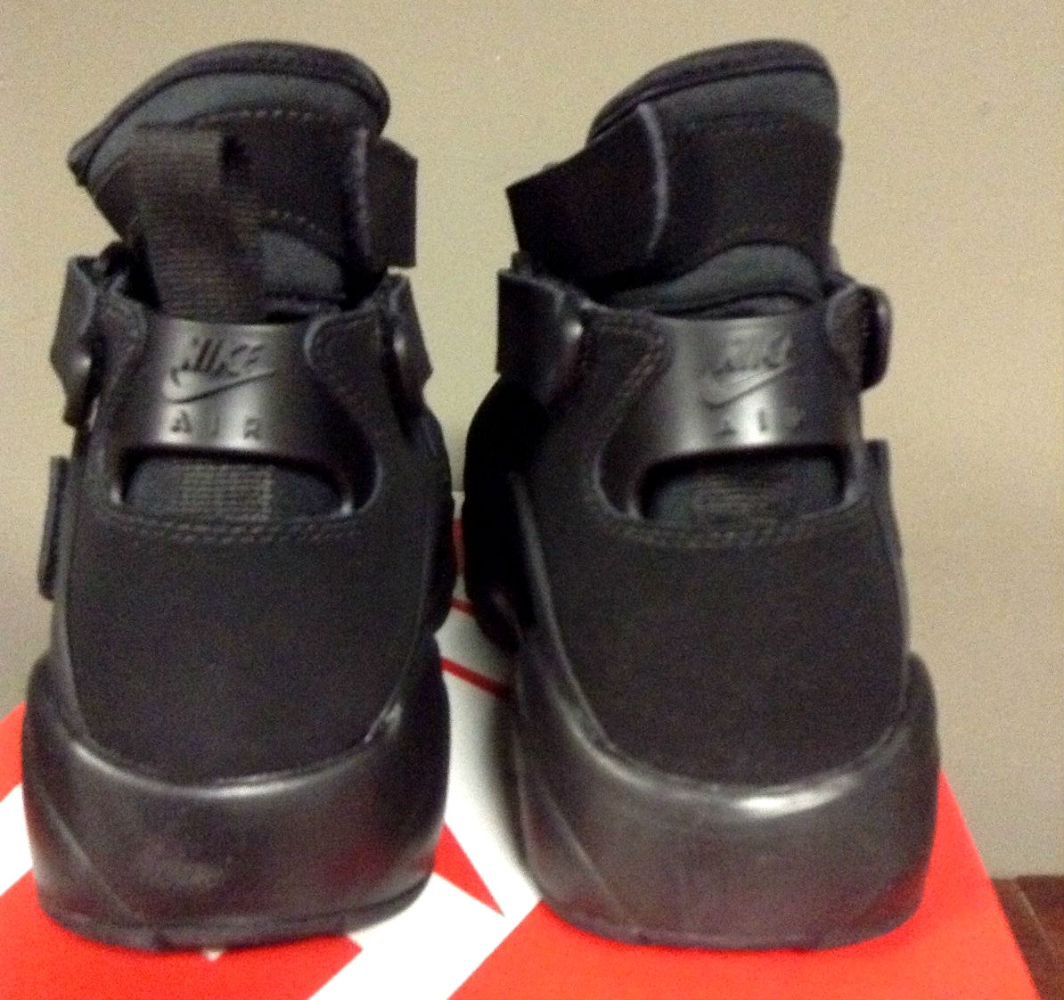 Nike Air Unlimited Black Heel 889013-002