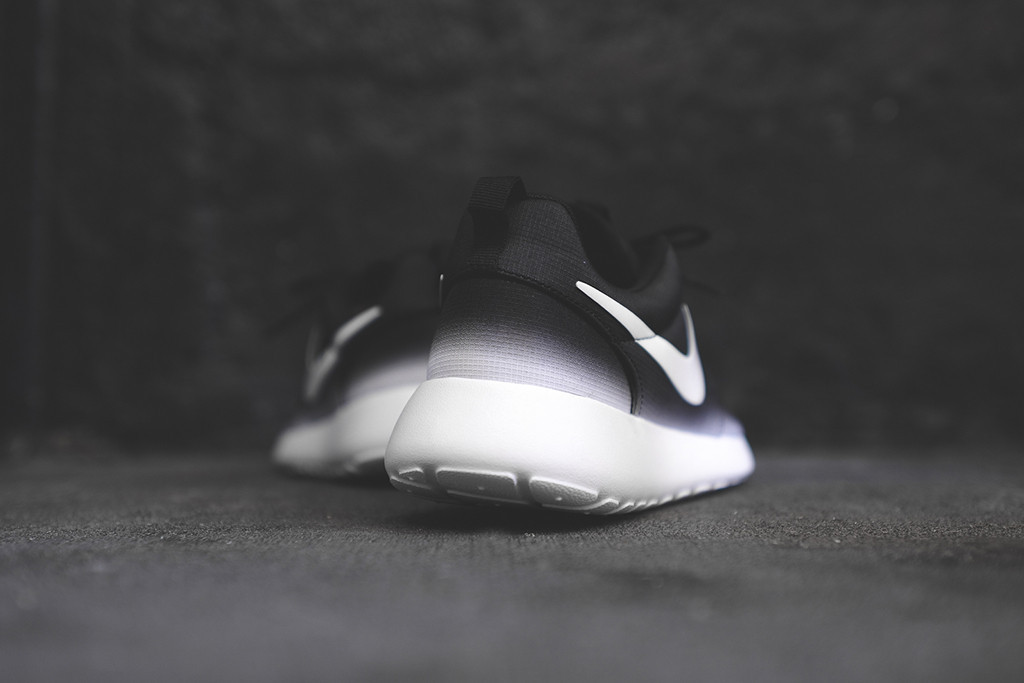 7b59bd6253b7 black white roshes   OFF52% Discounts