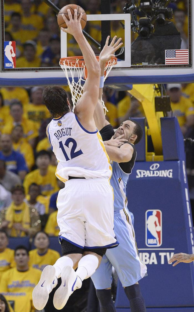 Andrew Bogut Posterizes JaVale McGee in the Nike Hyperfuse 2012 (1)