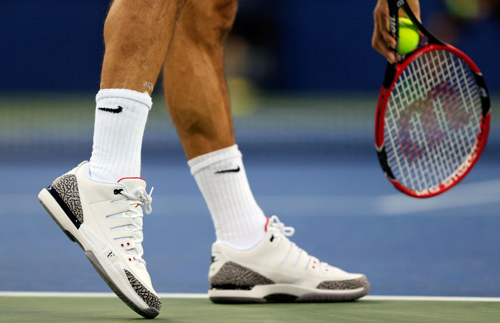 huge selection of 26fa1 d8ed0 Roger Federer Debuts NikeCourt Zoom Vapor AJ3 with Michael ...
