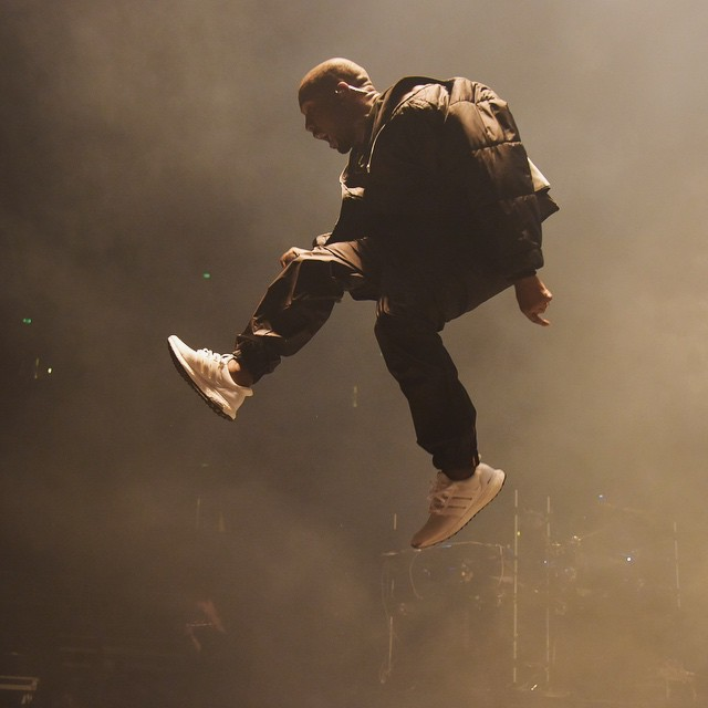 47177137422c1 Kanye West Performs in Another All-White adidas Running Shoe