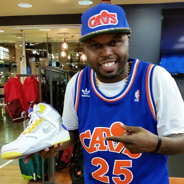 DJ Steph Floss Picks Up Nike Air Flight Lite White Men Can't Jump