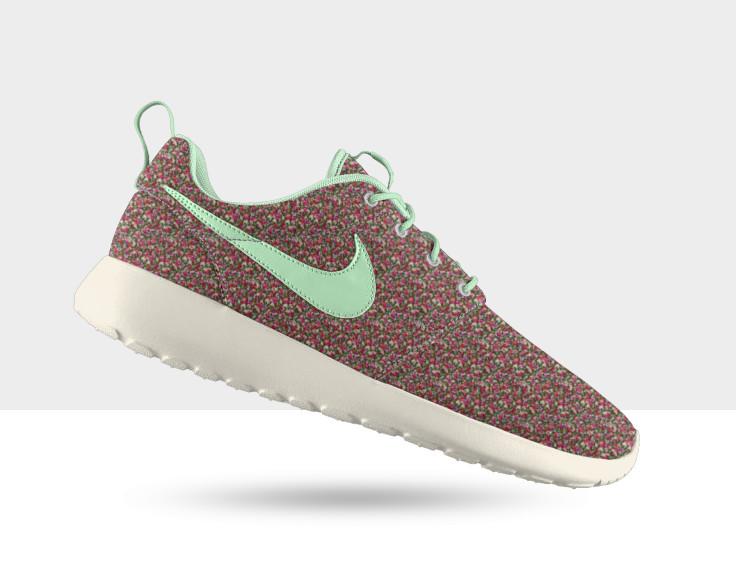 Nike WMNS Roshe Run Geometric | Sole Collector