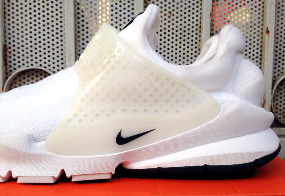 d9e38fa4b8a11 Nike Sock Darts on the Whiteout Sneaker Wave | Sole Collector