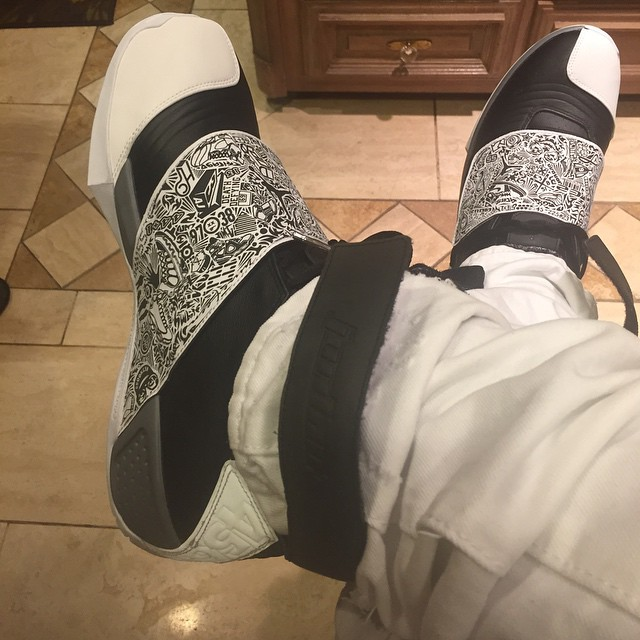 Air Jordan 20 Playoff Black/White Worn by Dez Bryant (2)
