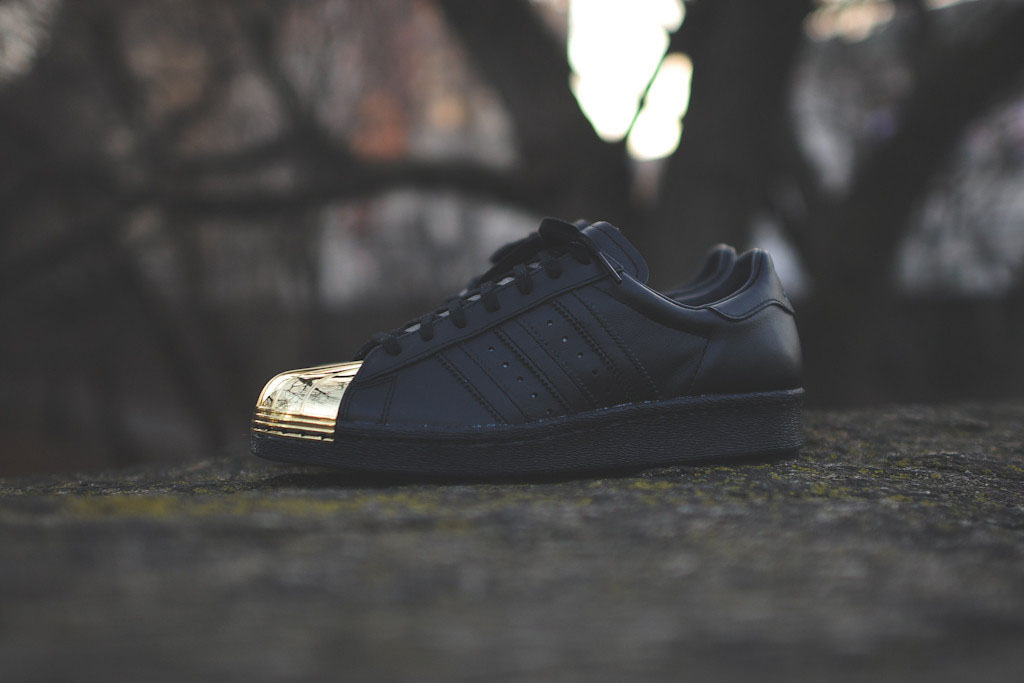 the best attitude af13a eb3e3 adidas Originals Womens Superstar 80s Metal Toe BlackGold (1)