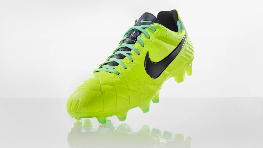 Nike Football Soccer High Visibility Tiempo IV