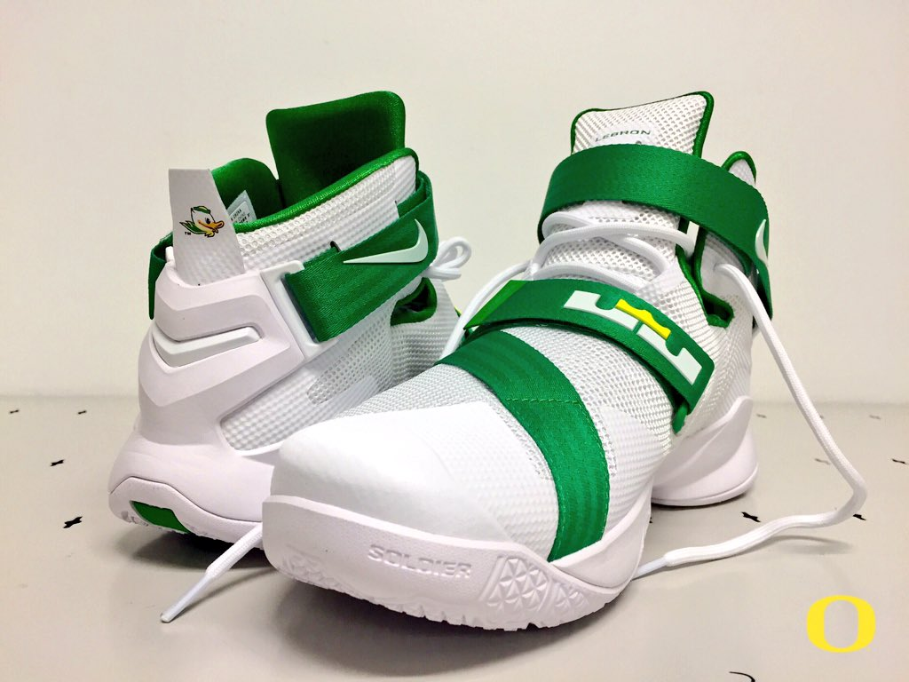 best sneakers 74aaf ca92a Nike LeBron Soldier 9 Oregon Ducks (1)