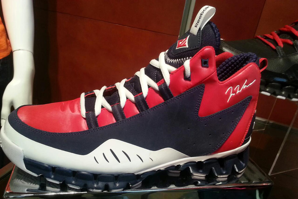 Reebok Wall Season 3: ZigEscape Navy/Red/White