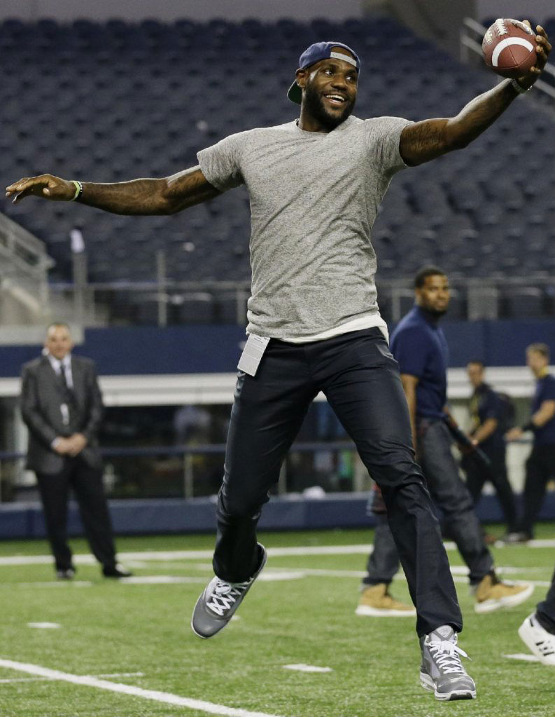 LeBron James Wearing Cool Grey Nike Air Max LeBron VII 7 (3)