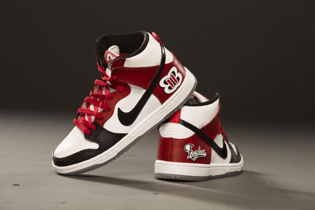 sale retailer 0ecdd 1cd1b Nikki Bella s Custom Nike Dunk Sneakers by Mache (1)