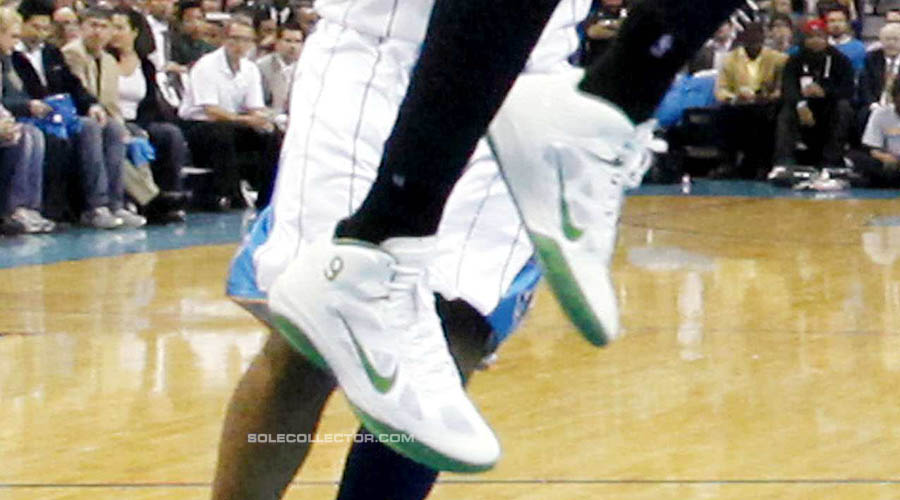 Keyon Dooling wearing Rajon Rondo's Nike Shoes (6)