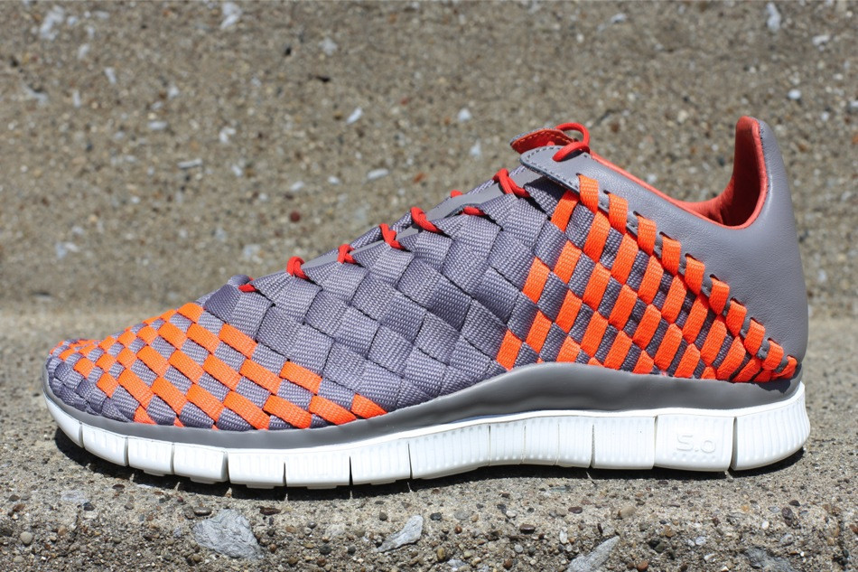 best authentic 26eac a2f19 Nike Free Inneva Woven - Sport Grey Total Crimson