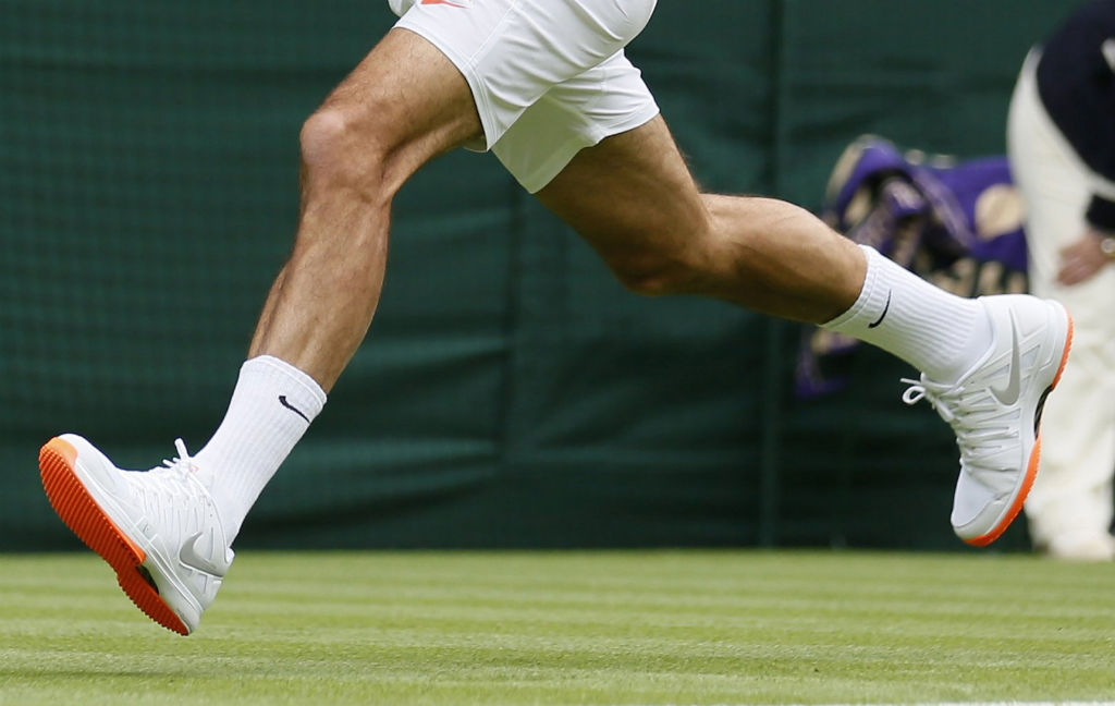 Roger Federer wearing Nike Vapor 9 Tour LE Orange Sole (1)