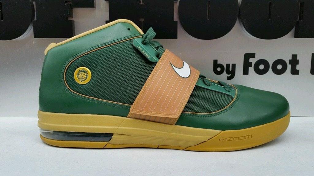 lowest price 27984 a97de LeBron James Nike LeBron Soldier 4 SVSM Away