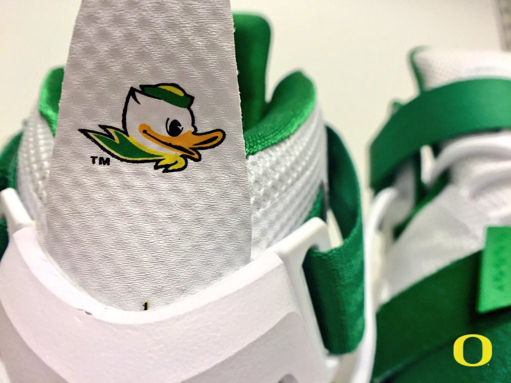 b300187d777fc The Oregon Ducks Have Exclusive Nike LeBrons for Tonight s Game ...