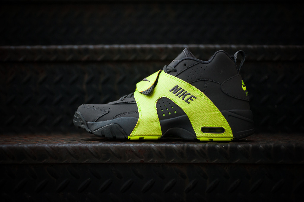 654b3c96627c The  Dark Grey Volt  Air Veer is available now at select Nike Sportswear  retailers
