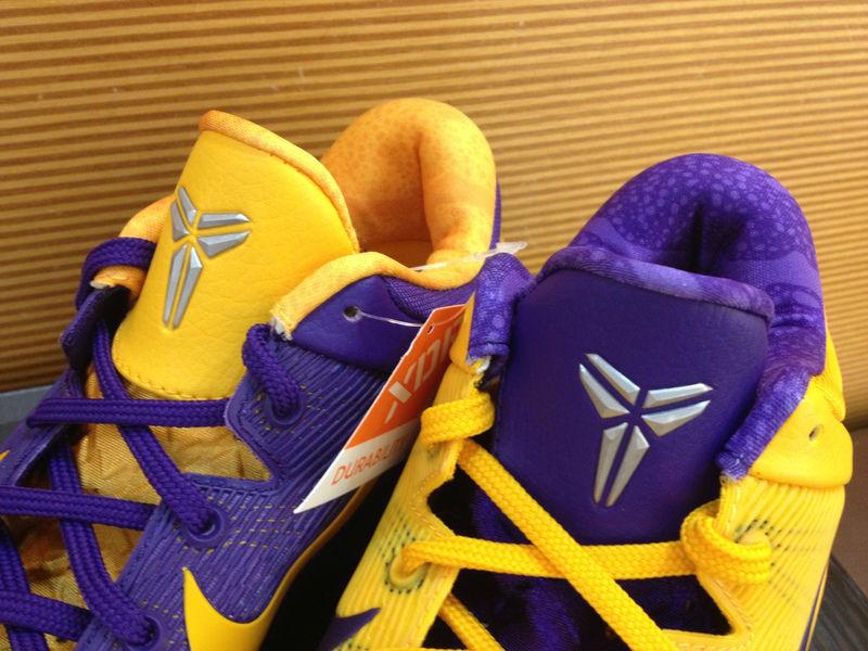 hot sale online e2629 7247c Nike Zoom Kobe 7 VII Lakers Away