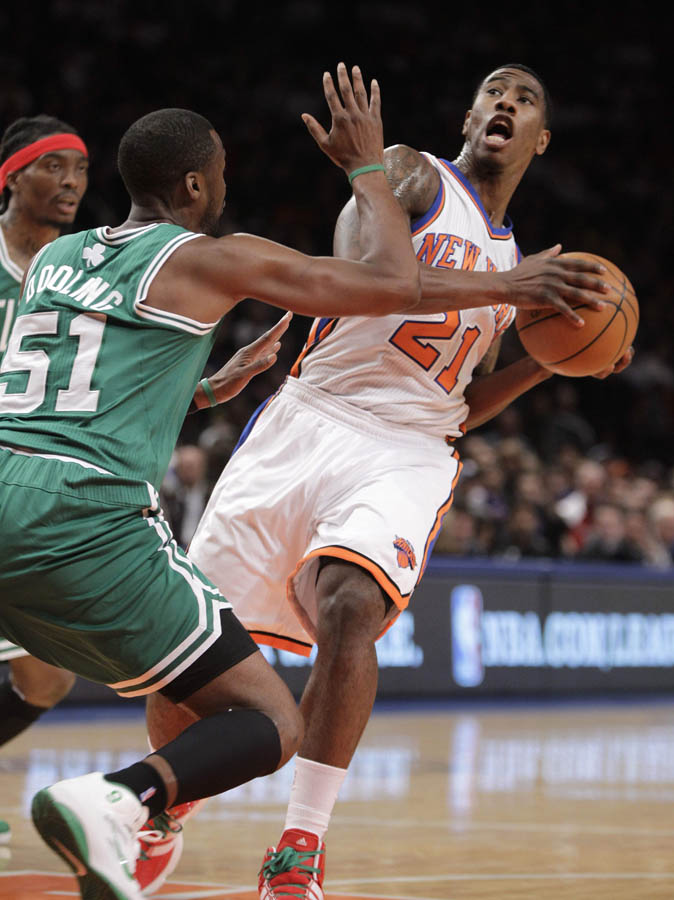 Keyon Dooling wearing Rajon Rondo's Nike Shoes (8)