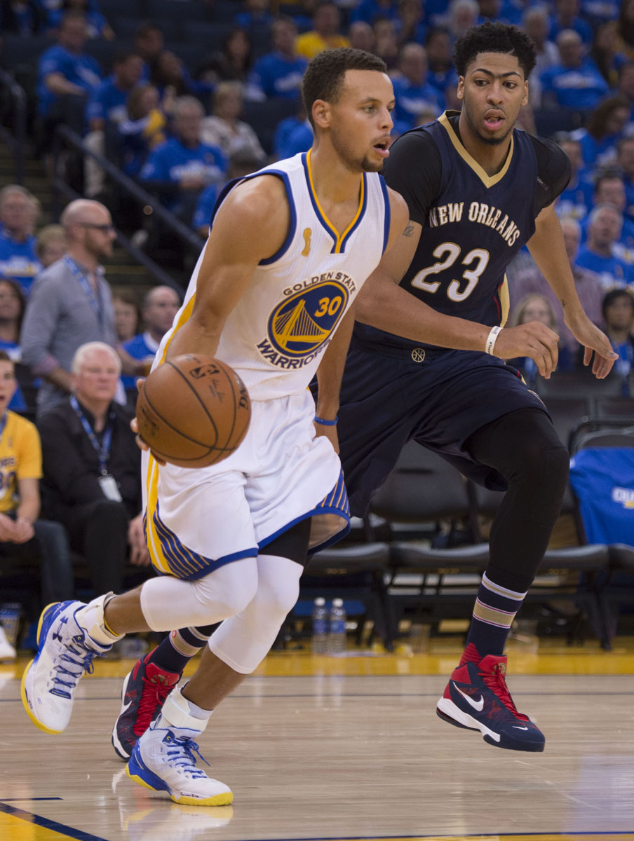 Stephen Curry wearing the Under Armour Curry Two Warriors (1)