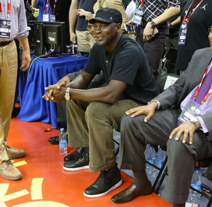 Michael Jordan wearing the 'Cyber Monday' Air Jordan 1 (5)