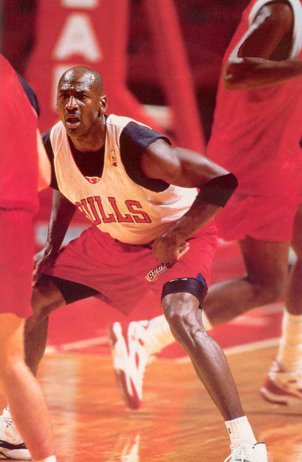 Michael Jordan wearing Air Jordan XI 11 Concord (25)