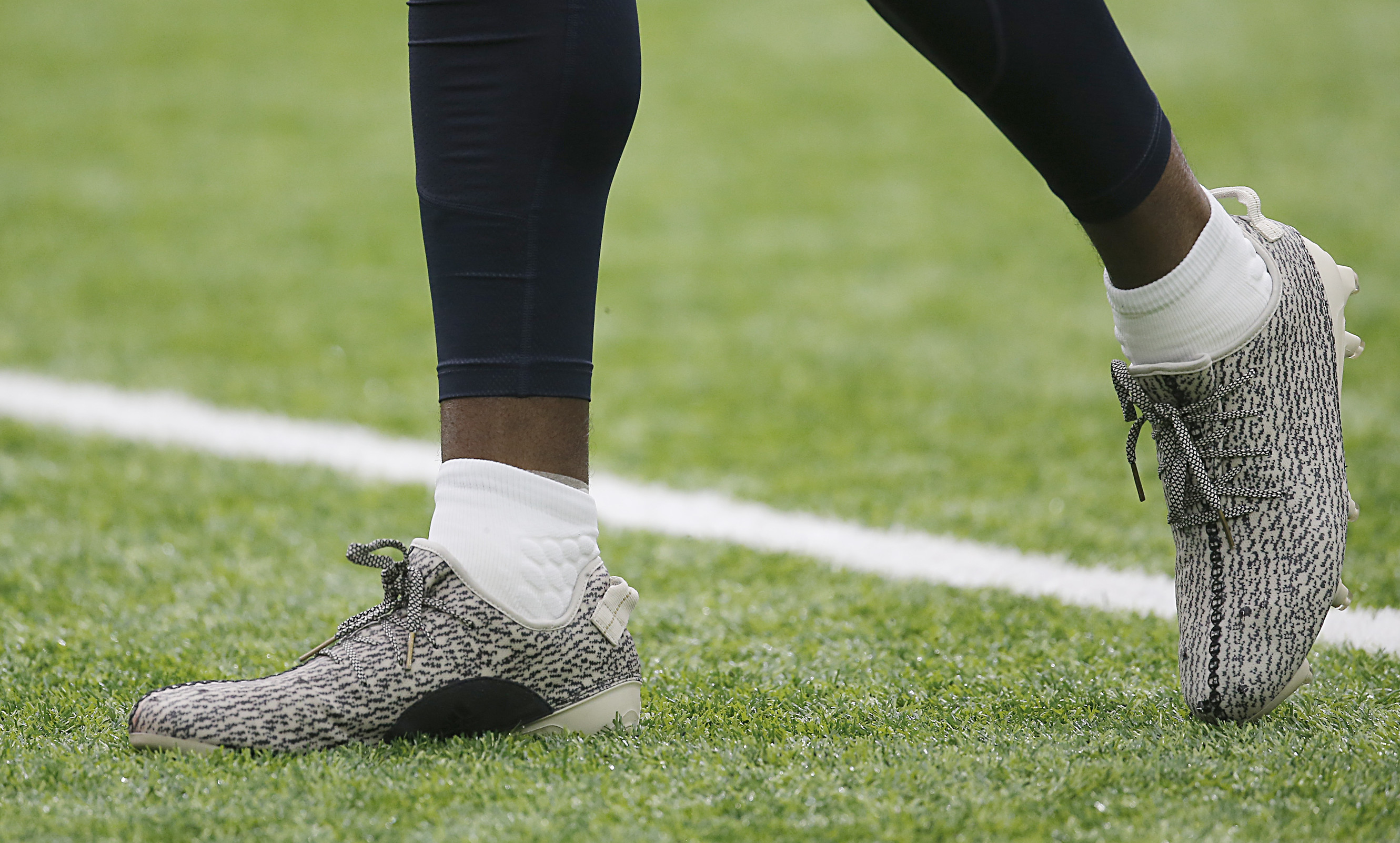 Adidas offered Lamar Jackson Yeezy cleats for the Florida ...