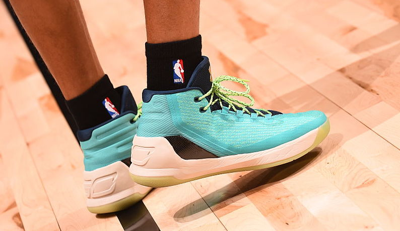 Stephen Curry Wearing the Teal Under Armour Curry 3 On-Foot