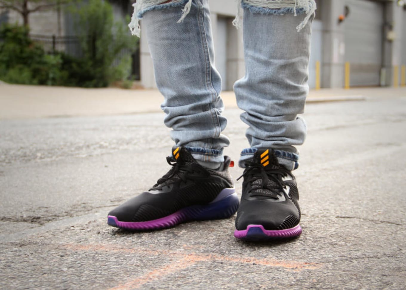 c7a823d6c3f7b8 The more colorful pair of AlphaBOUNCE feels more casual