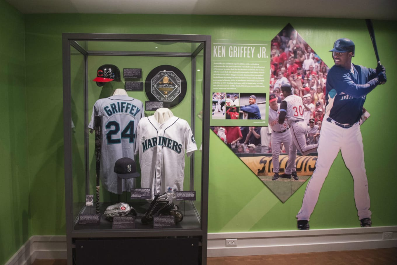 huge selection of e9be7 5c613 Ken Griffey's Nike Cleats Are Part of His Hall of Fame ...