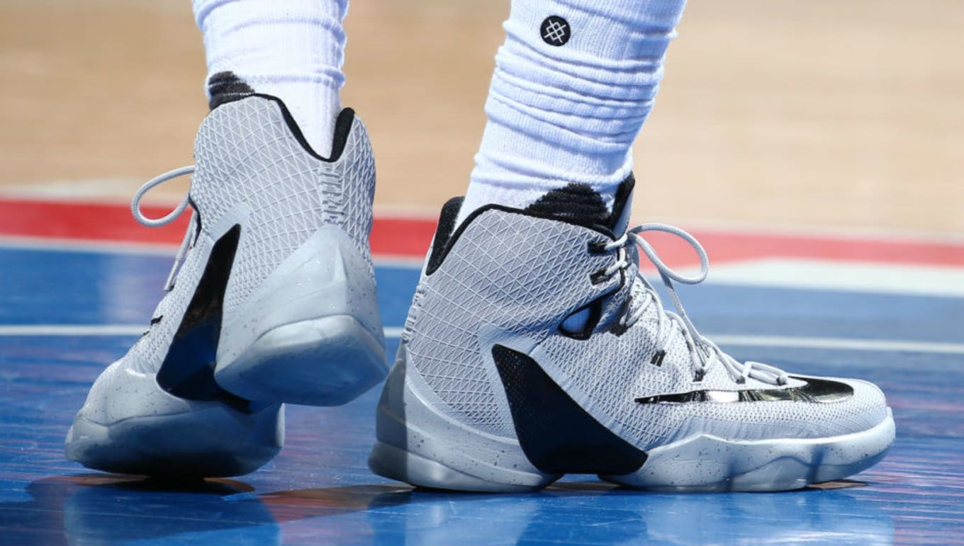 the latest 65ca8 a694b LeBron James Wears Grey Black Nike LeBron 13 Elite PE (1)