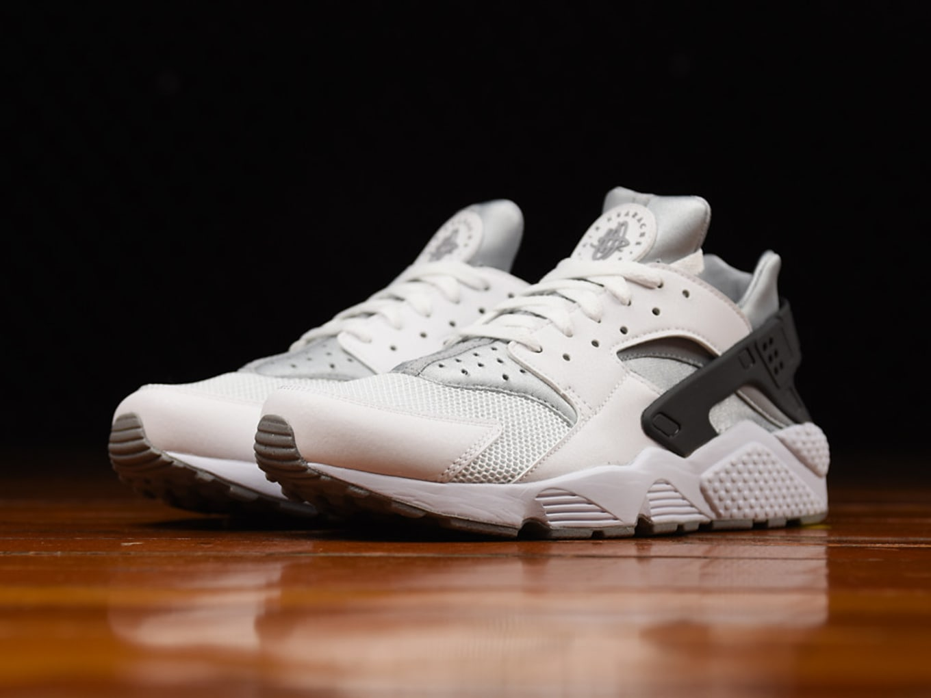 6831476f56e1 Nike Air Huarache White Wolf Grey-Dark Grey 318429-103 (1)