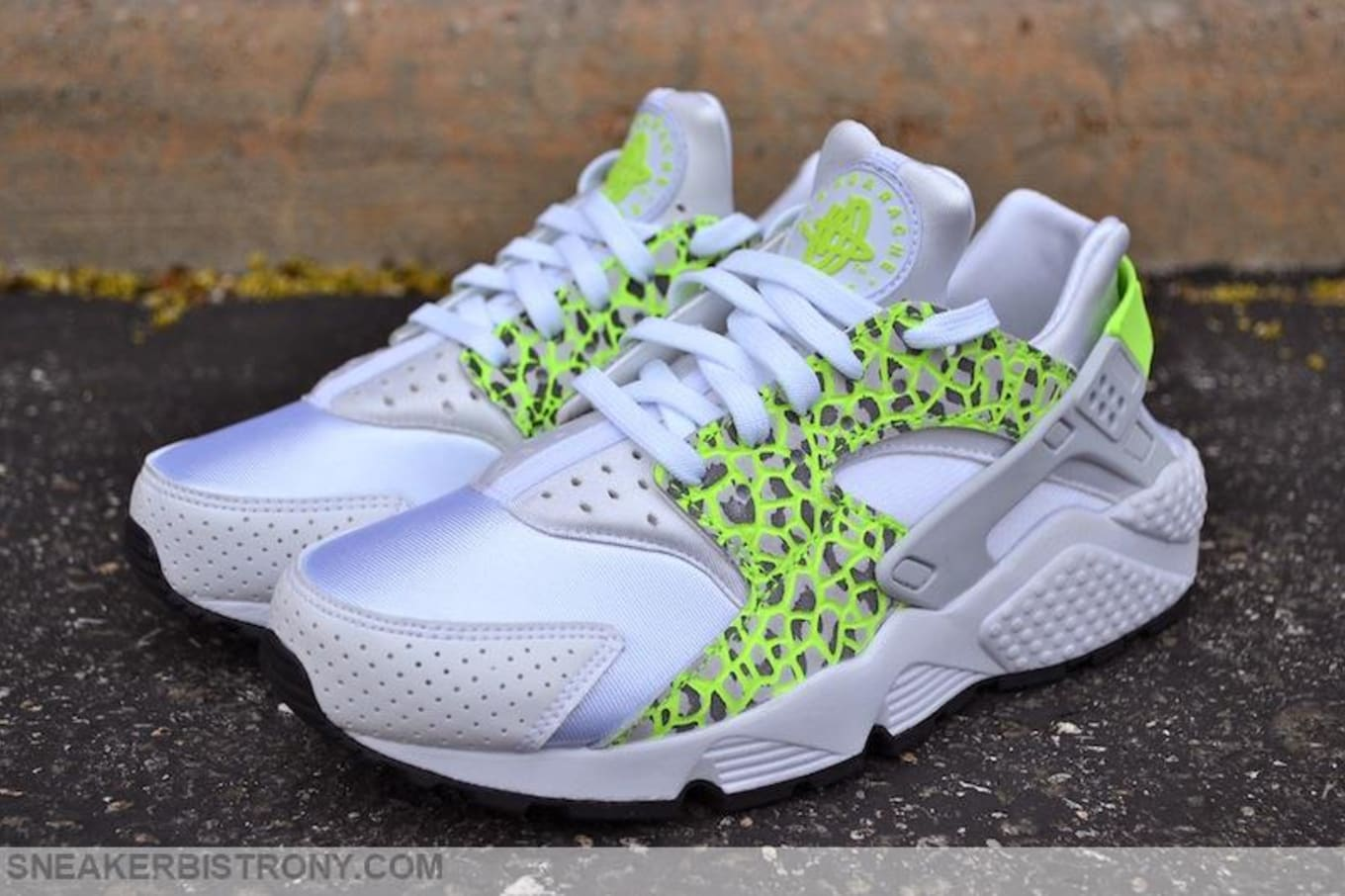 classic fit 783c6 bc315 Nike Air Huarache Women's White/Ghost Green | Sole Collector