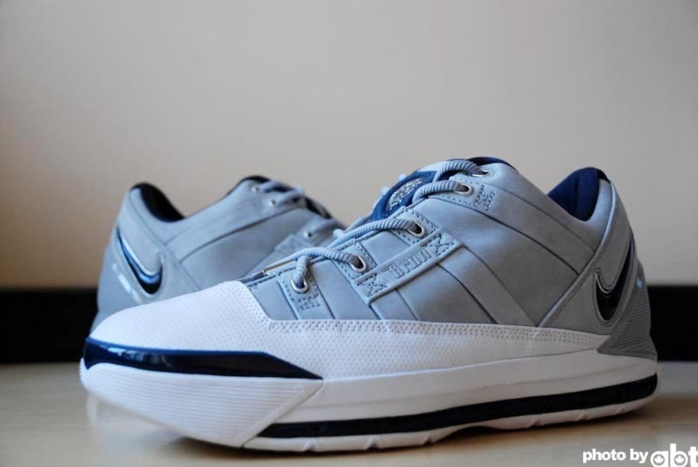 new product 38d58 ae970 LeBron 3 Low Grey Navy-White