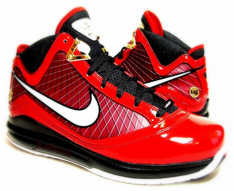 separation shoes e38a4 4196e Nike LeBron 7 Hero