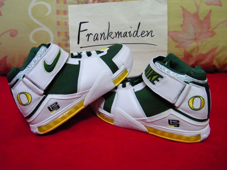 the best attitude a3efd cf976 Nike LeBron 2