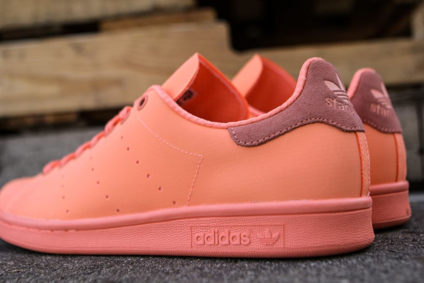 cheap for discount ee12e add54 Sunglow adidas Stan Smith