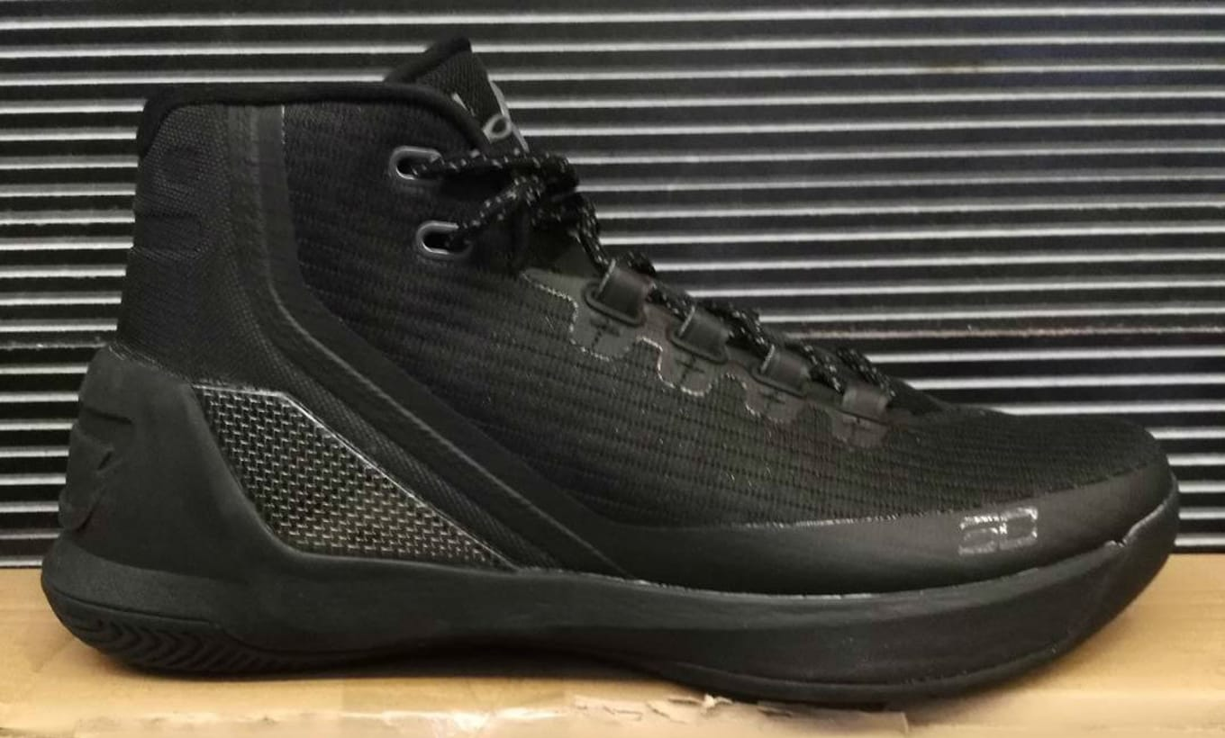 dae8284f7794 Under Armour Curry 3 Blackout (1)