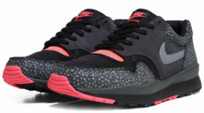 quality design 16ab3 67007 Nike Air Safari - Black / Cool Grey / Solar Red - Available