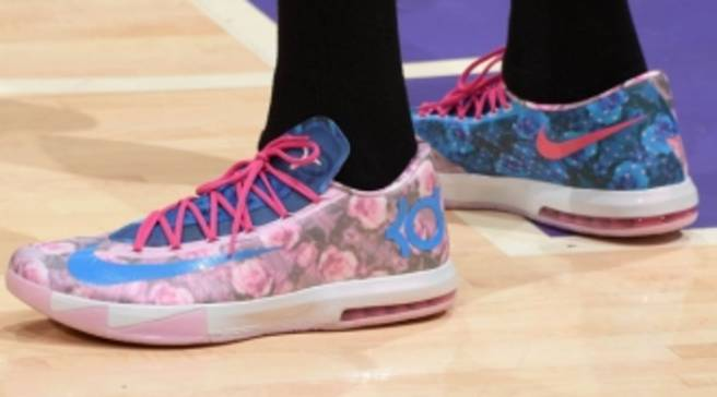 low priced 0672b 356a9 Kevin Durant Wears  Aunt Pearl  Nike KD 6